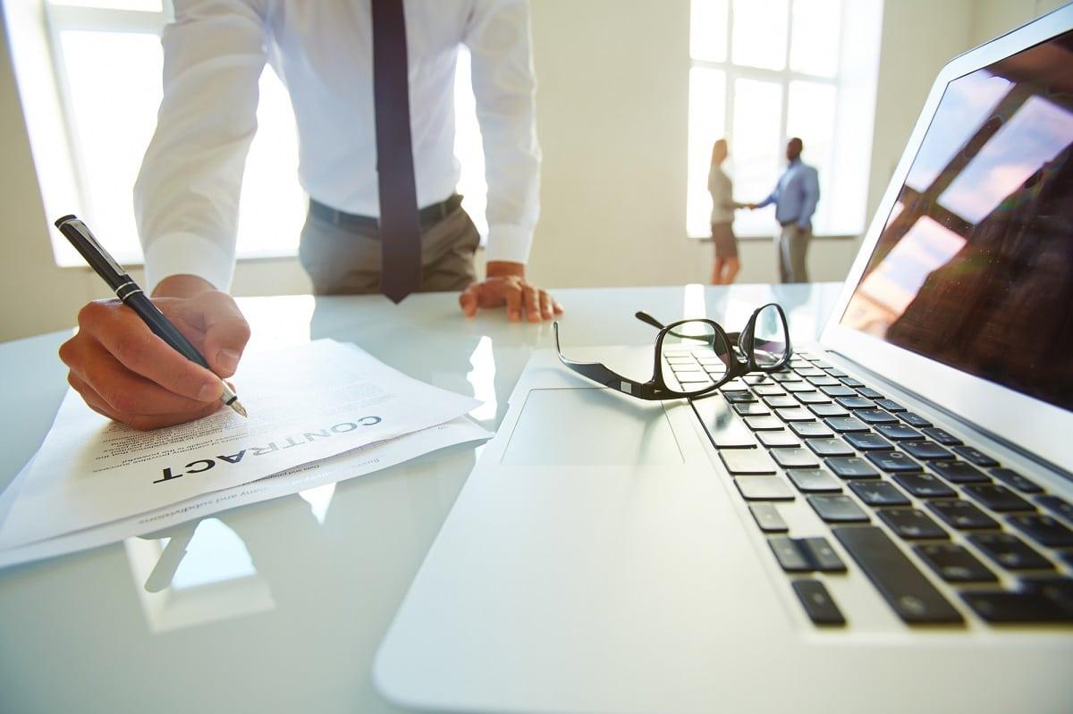 חוזה עם קבלן שלד ופיתוח עורך דין עמית סלע